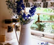 Kitchen Provence – Enameled jugs and cans